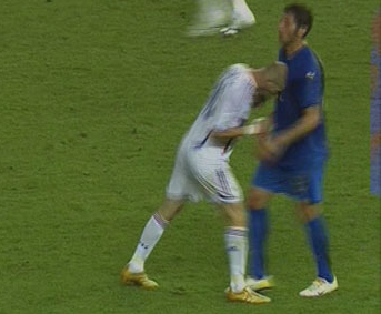 Zidane se despide de su carrera futbolística con un tributo al Fary