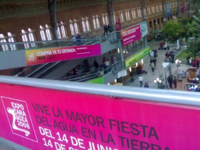 Publicidad de la expo hoy en el intercambiador de AVE de Atocha (Madrid)