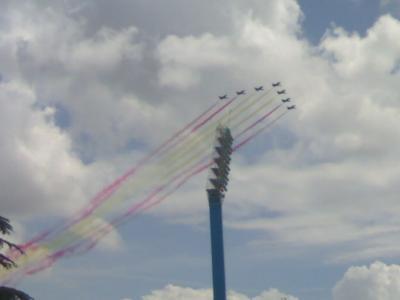 Las banderas, ese humo que se diluye. (Metáfora visual)