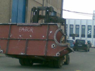¿En Zaragoza se fabrican barcos?