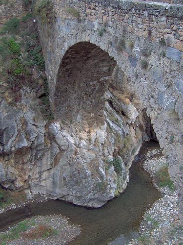 Puente sobre el río Cidacos en Arnedillo (La Rioja)